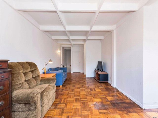 1 BR,  1.00 BTH  Co-op style home in Briarwood